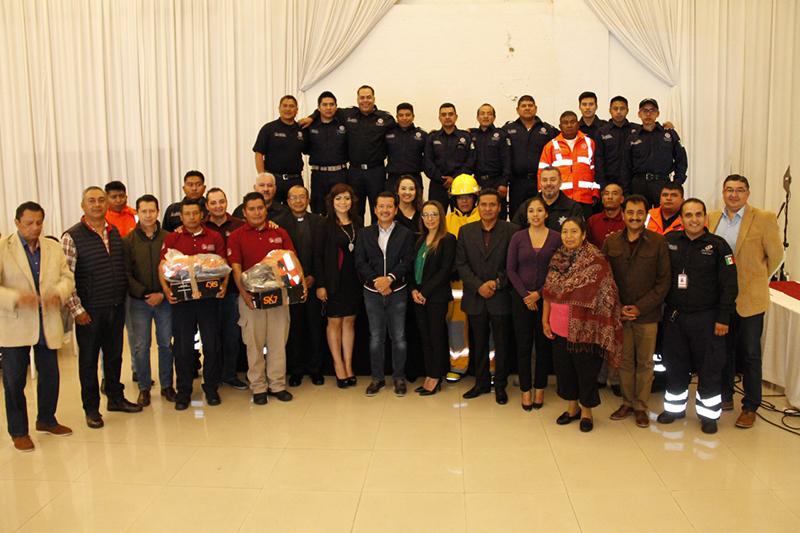 1-Equipa-gobierno-de-San-Pedro-Cholula-a-bomberos-en-su-día